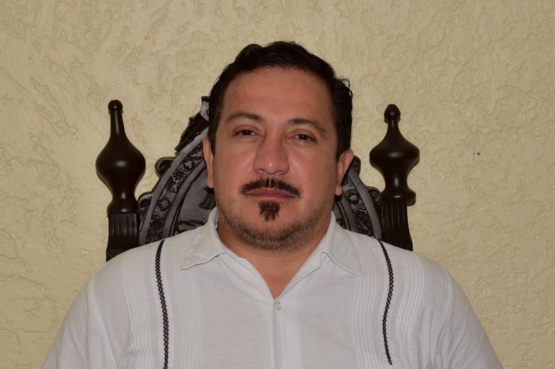 Diputado Charlie Valentino León Flores Vera