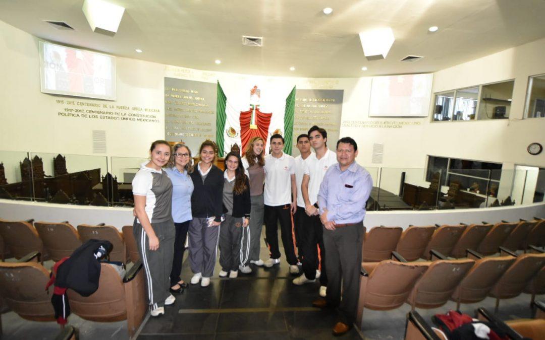 Estudiantes del Instituto Cumbres atestiguan sesión del Congreso del Estado