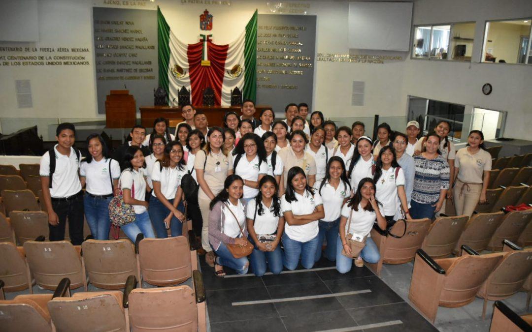 Refuerzan estudiantes del Conalep conocimientos en materia turística con visita a la sede del Poder Legislativo