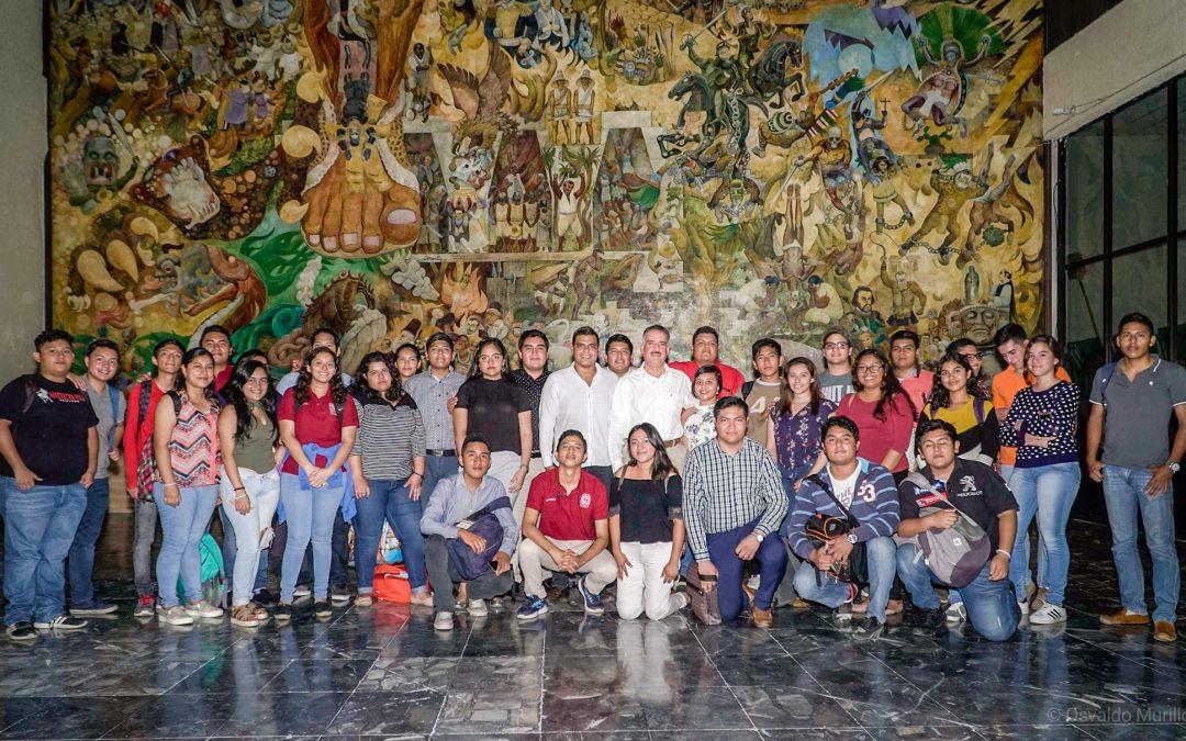 Estudiantes de Derecho visitan lasinstalaciones del Congreso del Estado