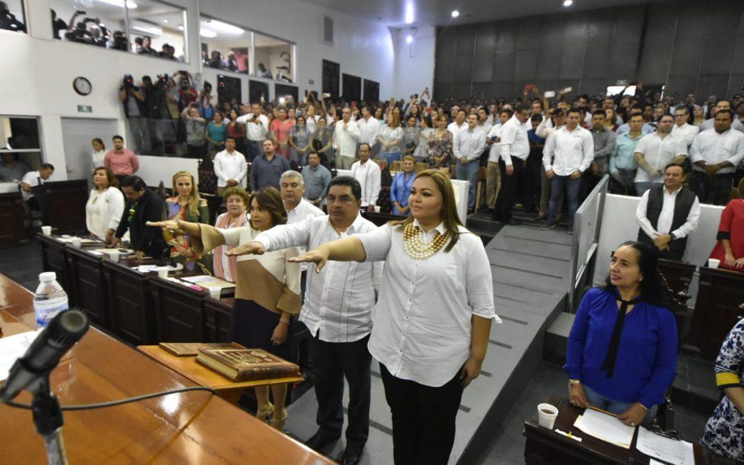 Rinden protesta como integrantes de la LXIII Legislatura, Jessyca Mayo Aparicio, Alma Espadas Hernández y Jesús de la Cruz Ovando