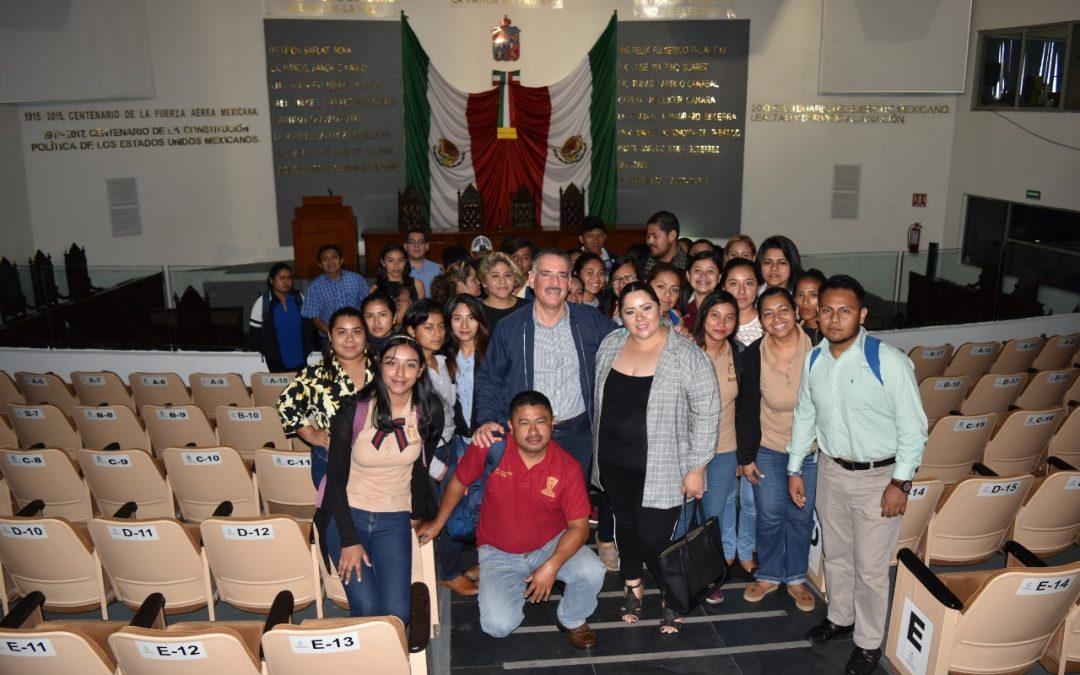 Visitan alumnos de Comalcalco la sede del Poder Legislativo