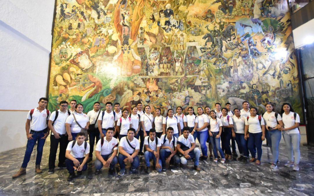 Alumnos del Plantel 31 del Cobatab de Huimanguillo visitan el Congreso del Estado