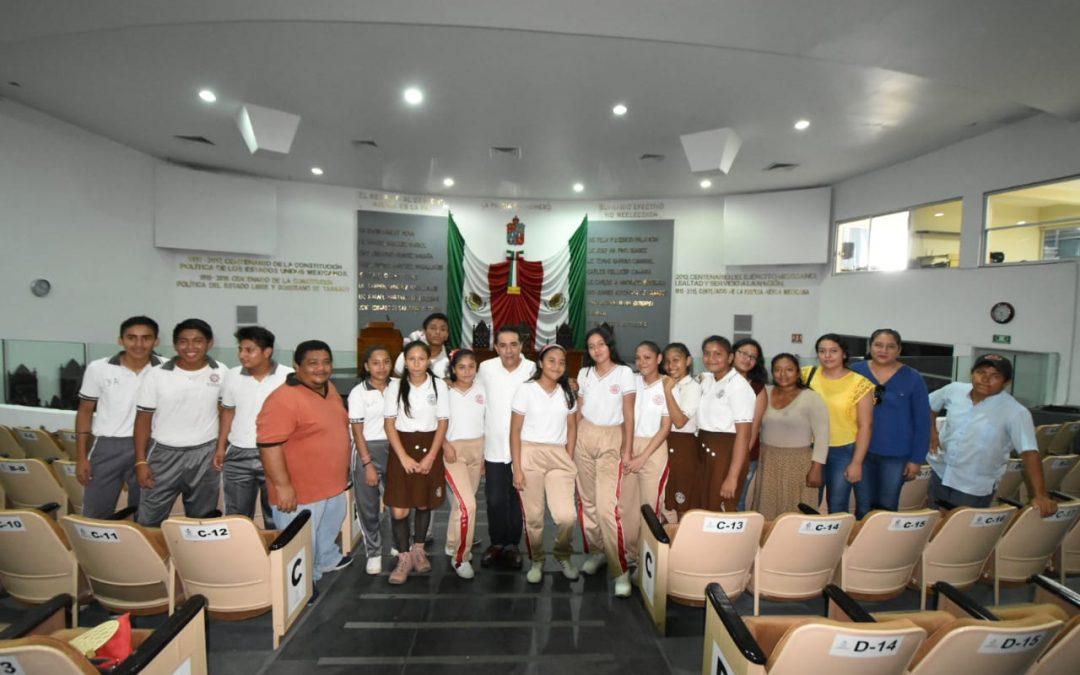 Alumnos de Secundaria de la Villa Ocuiltzapotlán conocen el Recinto Legislativo