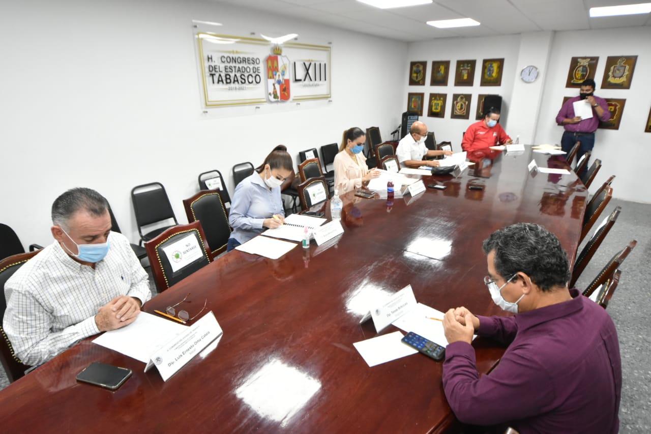 Sesionan tres comisiones ordinarias y aprueban 10 dictámenes